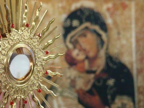 É PELA EUCARISTIA E POR MARIA QUE VENCEREMOS, ADORADORES DO SANTÍSSIMO SACRAMENTO!