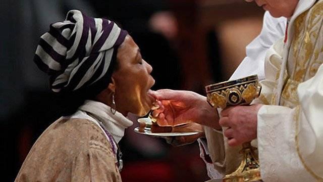 POR QUANTO TEMPO JESUS ESTÁ PRESENTE NA EUCARISTIA DEPOIS DE TERMOS RECEBIDO A COMUNHÃO?