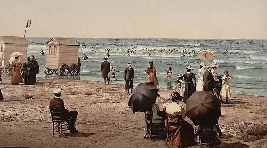 Convém a um católico frequentar praias ou piscinas mistas?
