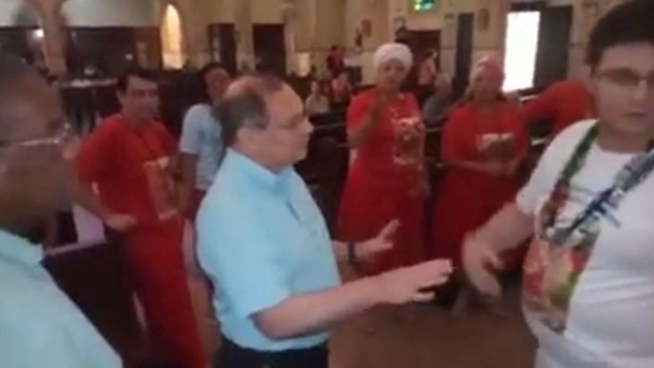 Padre impede culto de umbanda dentro de Igreja Católica e é acusado de discriminação
