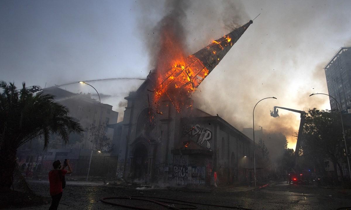 chile igreja queimada